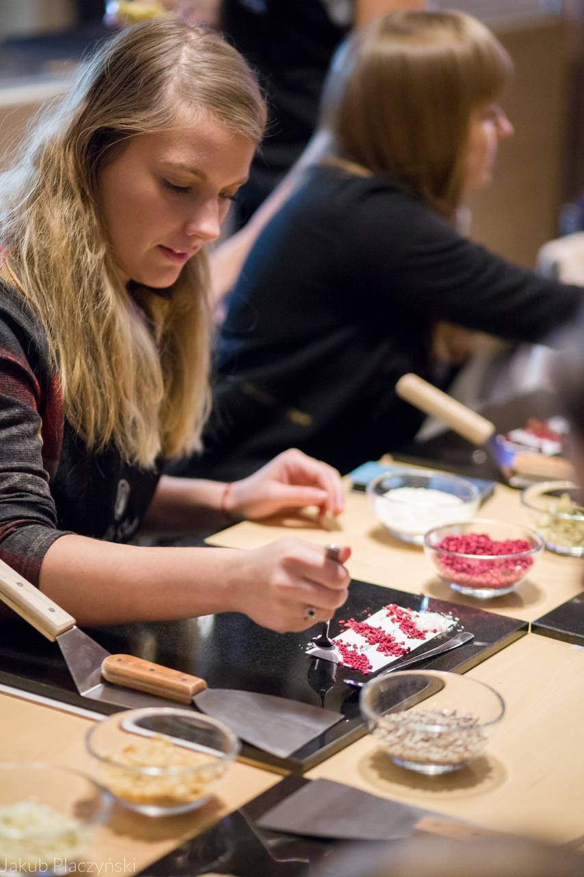 7 jak zrobić własną czekoladę jak powstaje tabliczka czekolady manufaktura czekolady warszawa łódź warsztaty piotrkowska 217 jak zrobić własne praliny temperowanie