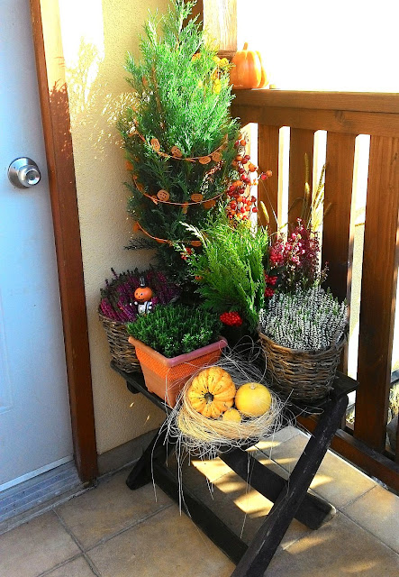 autumn front door decoration idea