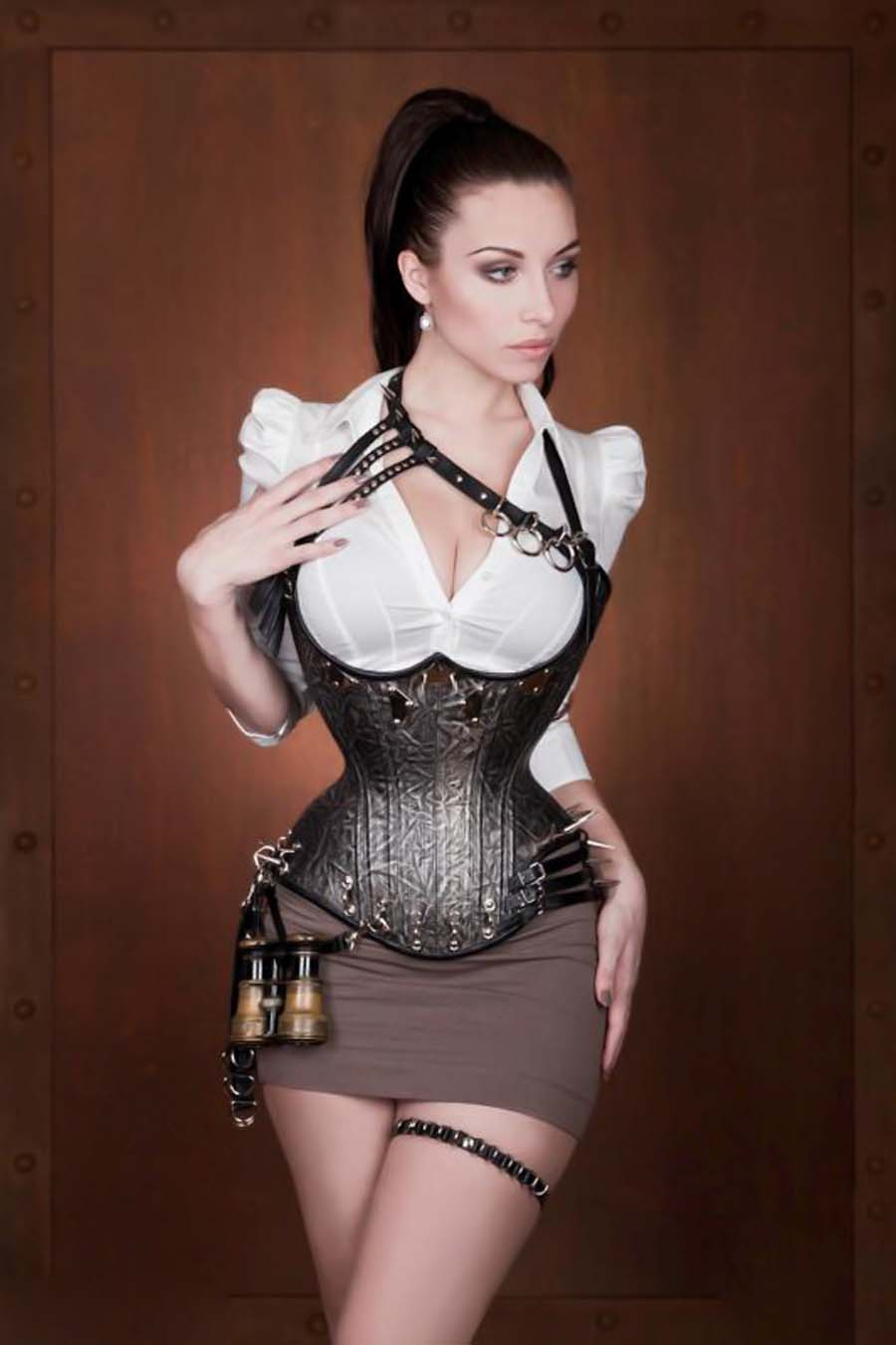 Can recommend girls in leather corsets