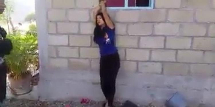 """Vídeo: Sicario azota a dama con la que no supo ser hombre y supuestamente le pusieron los """"cuernos"""""""