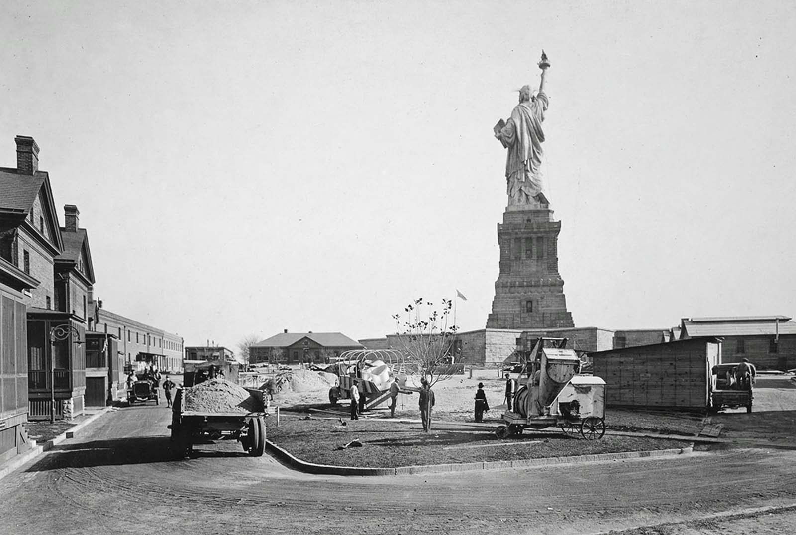 The island that the statue now stands on was previously occupied by Fort Wood, a U.S. military fortification. By the late 1880s, the fort was becoming obsolete, and part of the land was given over to the statue. Here, a view of the Statue of Liberty, standing above workers in Fort Wood, circa 1918.