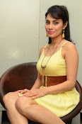 Manisha Kelkar sizzling in Yellow-thumbnail-6
