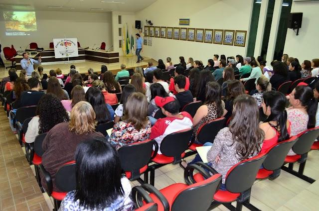 Capacitação a profissionais da educação e setores voltados aos direitos da criança e adolescentes