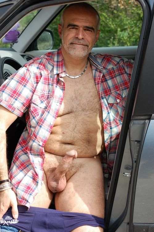 hairy dad outside - sexy mature gay dad
