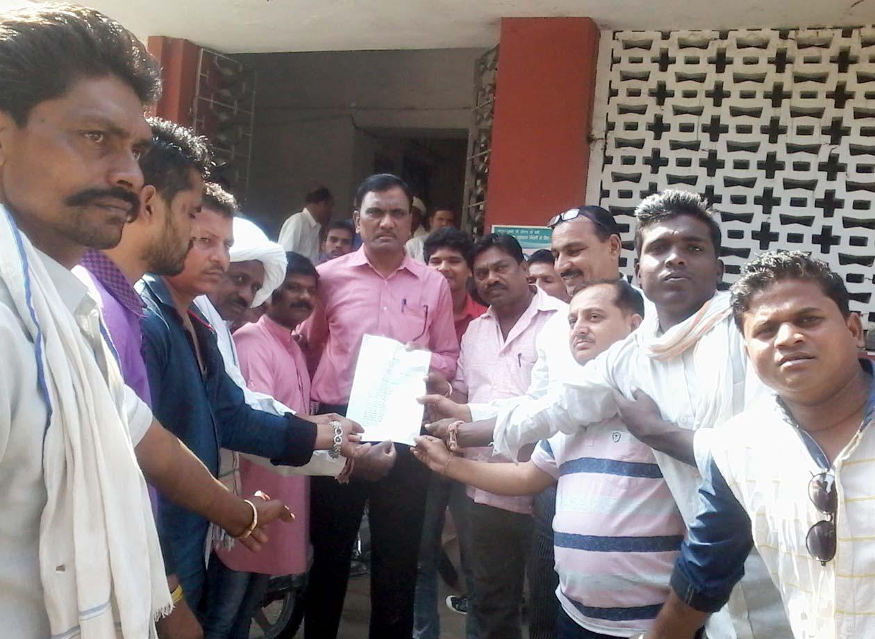 रामा तहसील के रहवासियों ने कलेक्टर के नाम एसडीएम को मांग का सौंपा ज्ञापन-Residents-of-Rama-tahsil-submitted-memorandum-to-the-SDM