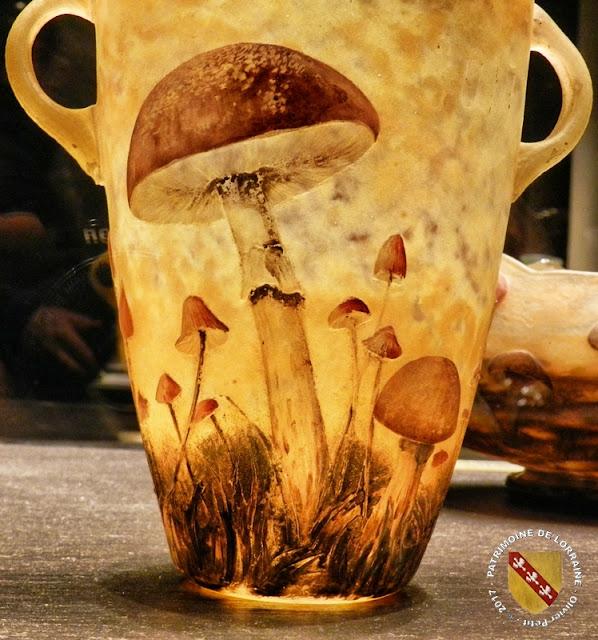 NANCY (54) Musée des Beaux Arts : Vases aux champignons de Daum (1907)