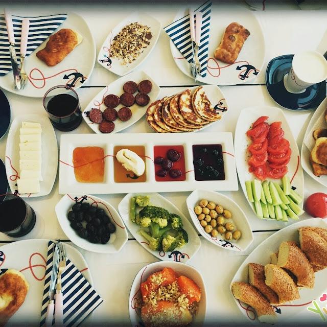 çeşme, kahvaltı, mekan, ali kaptan, börek, pazar, gezi, sedir, tepe, gezilecek, yerler, en iyi, izmir, köyüm, köy sofrası, köy kahvaltısı, kozbeyli ,kahve, dağmaran, çiçekliköy