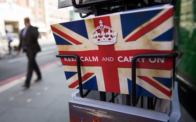 Poskad keep calm and carry on,