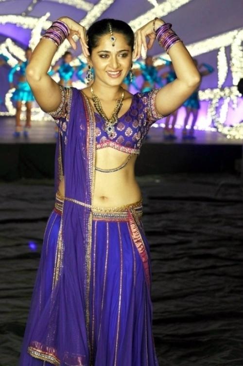 Anushka Shetty Hot Deep Navel Show Photos 2016