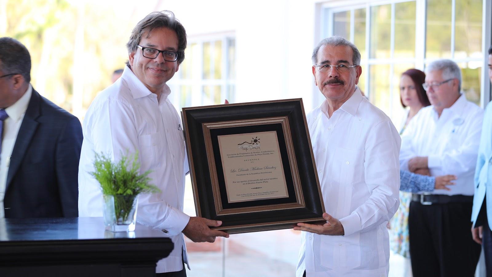 Danilo asiste primer palazo Aparta-Hotel Green World; es reconocido por prensa turística Puerto Plata