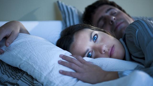 Para uma boa noite de sono, 15 coisas que ninguém deve fazer antes de ir para a cama