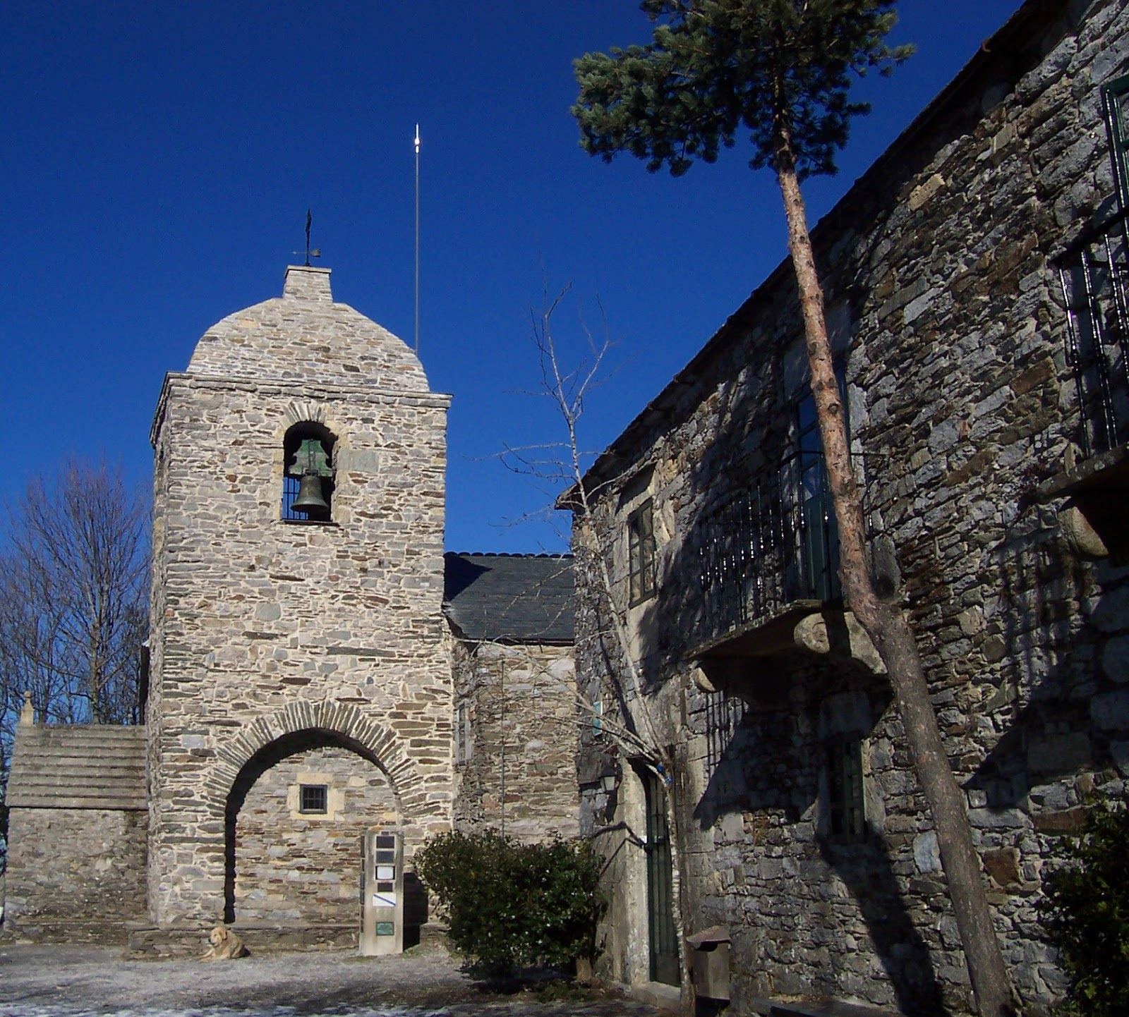 Iglesia de Santa Maria Real (Royal Saint Mary's Church) is just one of the many sites where miracles occurred along the Camino. Photo: © Amaianos (Wikimedia.org).