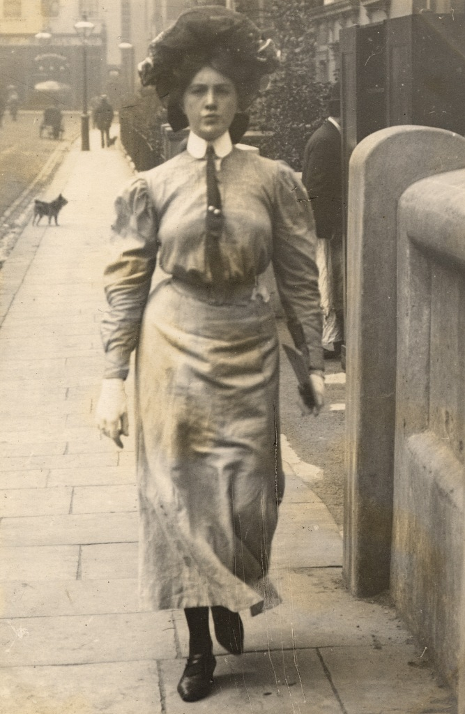 Edwardian Sartorialist These Candid Photographs Show Beautiful London Women 39 S Street Style