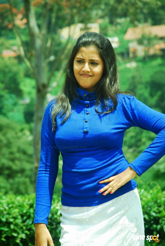 Tamil actress boob show