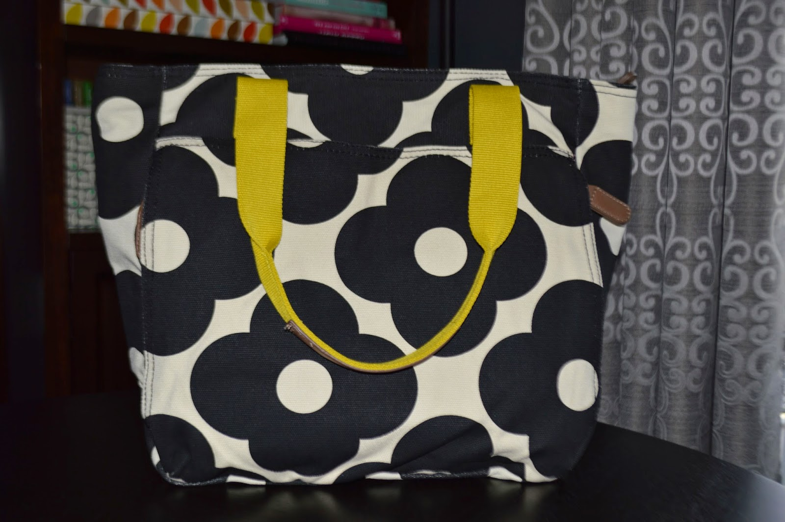 06a6aecf8f4f The bag features a print very similar to the Giant Abacus Flower Print
