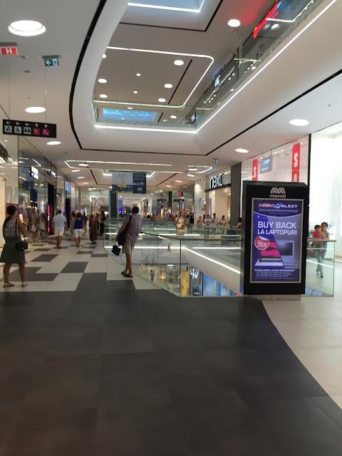 Poza de pe culoarele Mega Mall Bucuresti