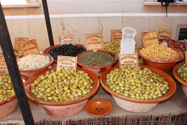 Oliven auf Markt in Santanyi