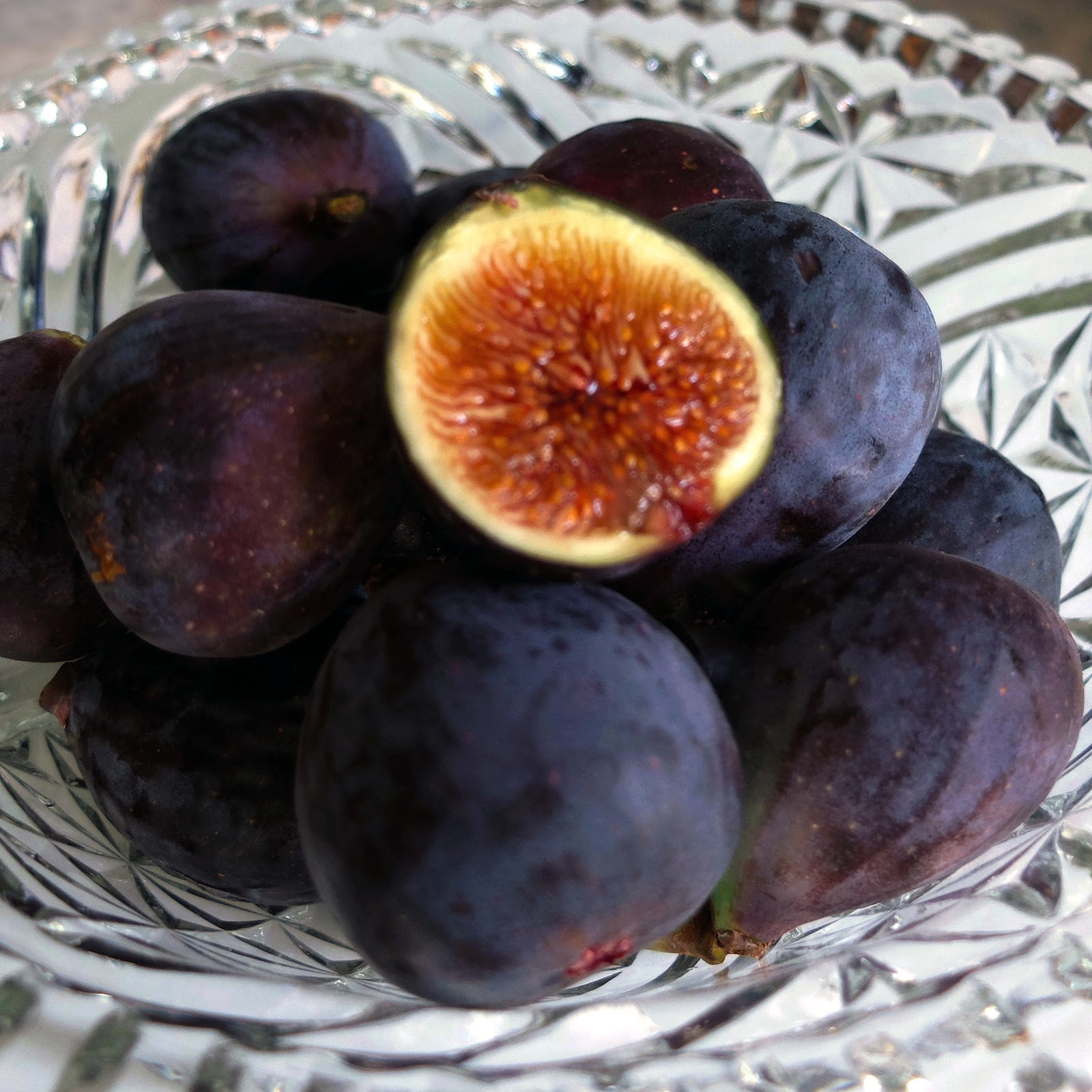A bowl of fresh Mission figs.