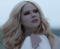 Avril Lavigne lança clipe de Head Above Water