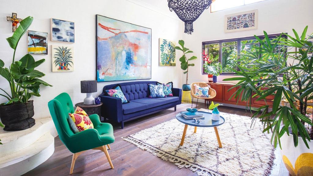 Culori vesele și o amenajare eclectică în casa unei artiste din Byron Bay, Australia