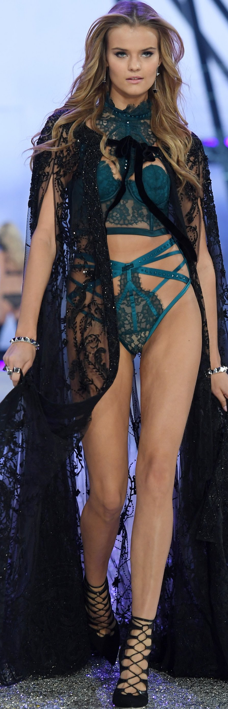 Kate Grigorieva 2016 Victoria Secret Fashion Show