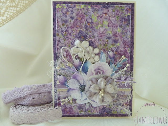 fioletowe kwiaty na kartce