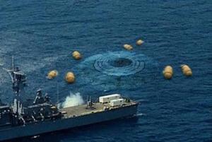 Imágen compartida por Uromov, un buque intenta hacerse con un OVNI caído