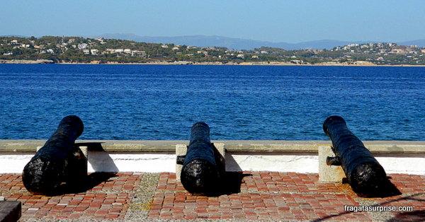 Antigo baluarte no porto da ilha grega de Spétses, no Arquipélago Argo-Sarônico