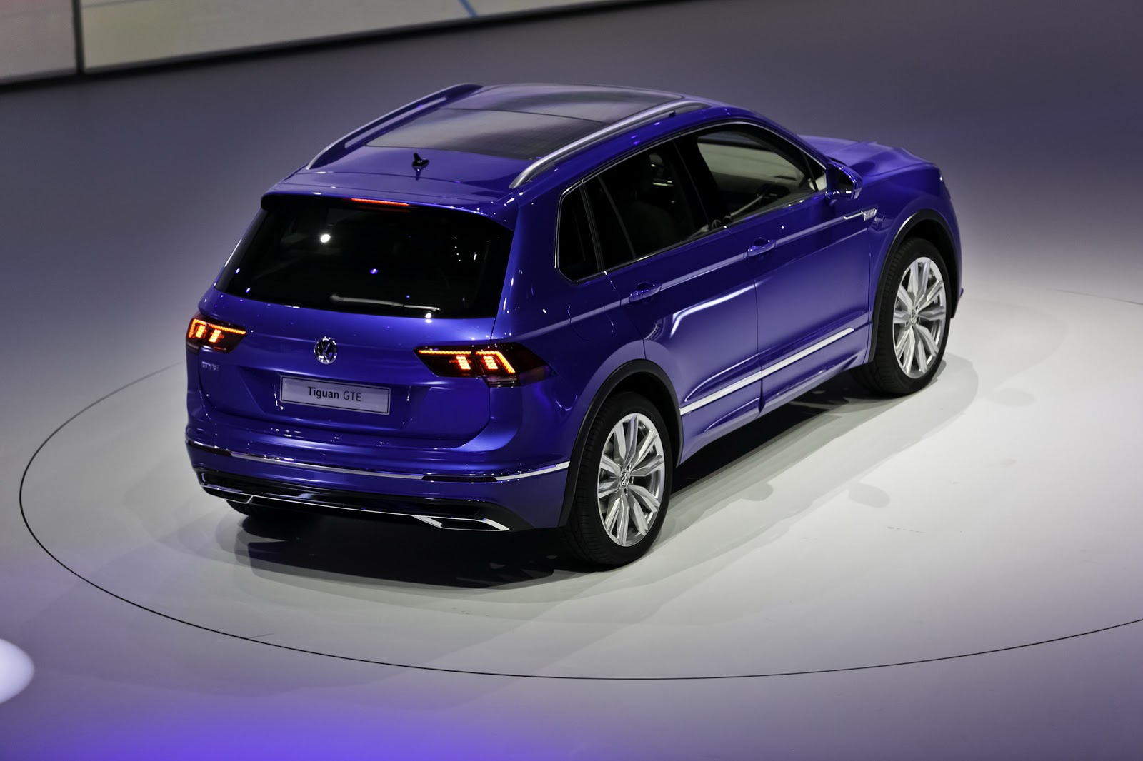 vw to reveal new plug in hybrid tiguan in detroit carscoops. Black Bedroom Furniture Sets. Home Design Ideas