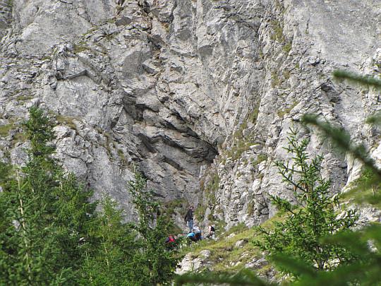 Zbliżenie w okolice Jaskini Raptawickiej.