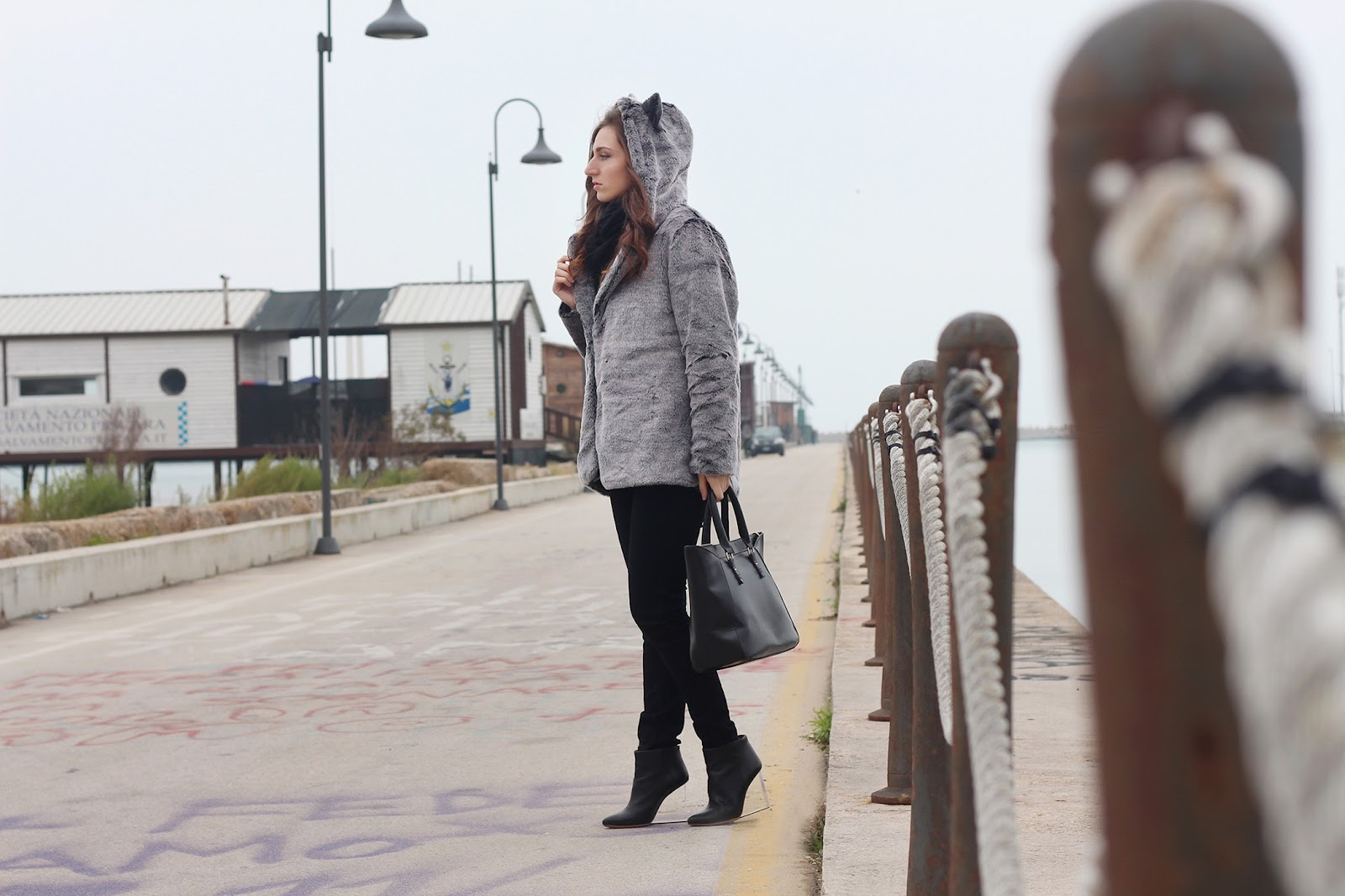 fashion style look trend outfit ootd vogue glamour girl love italian blogger pescara sammydress ears faux fur zara bag black boots hm maison martin margiela transparent heels shoes