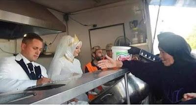 Pengantin Turki Ini Bagikan Hidangan Untuk 4000 Pengungsi Suriah