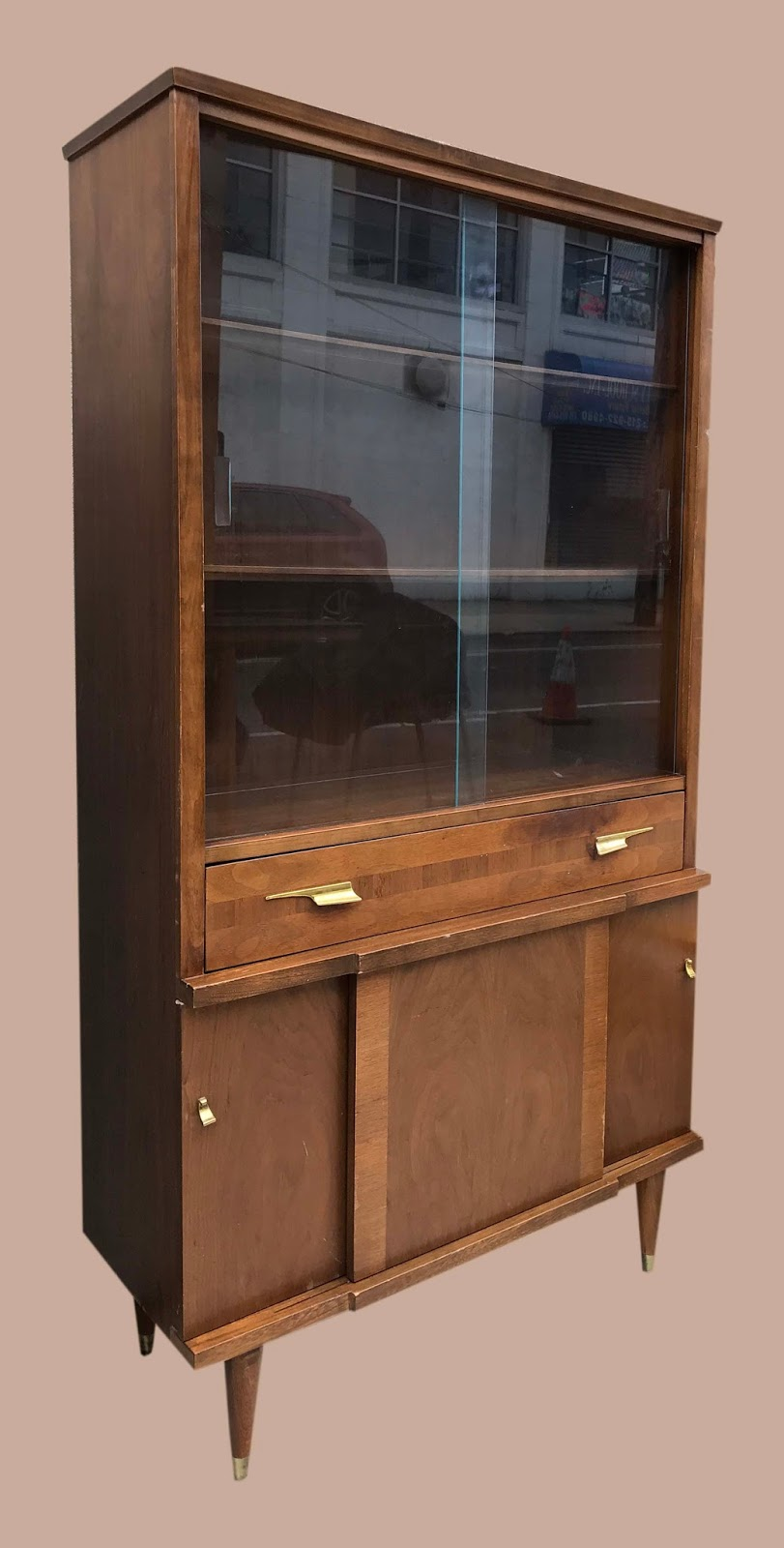 Uhuru Furniture Collectibles Vintage China Cabinet