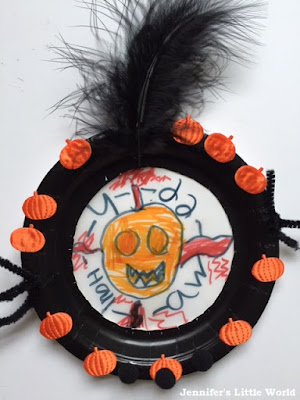 Paper plate Halloween decoration
