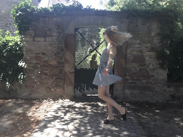 summer outfit grey dress minimalist fashion 2017