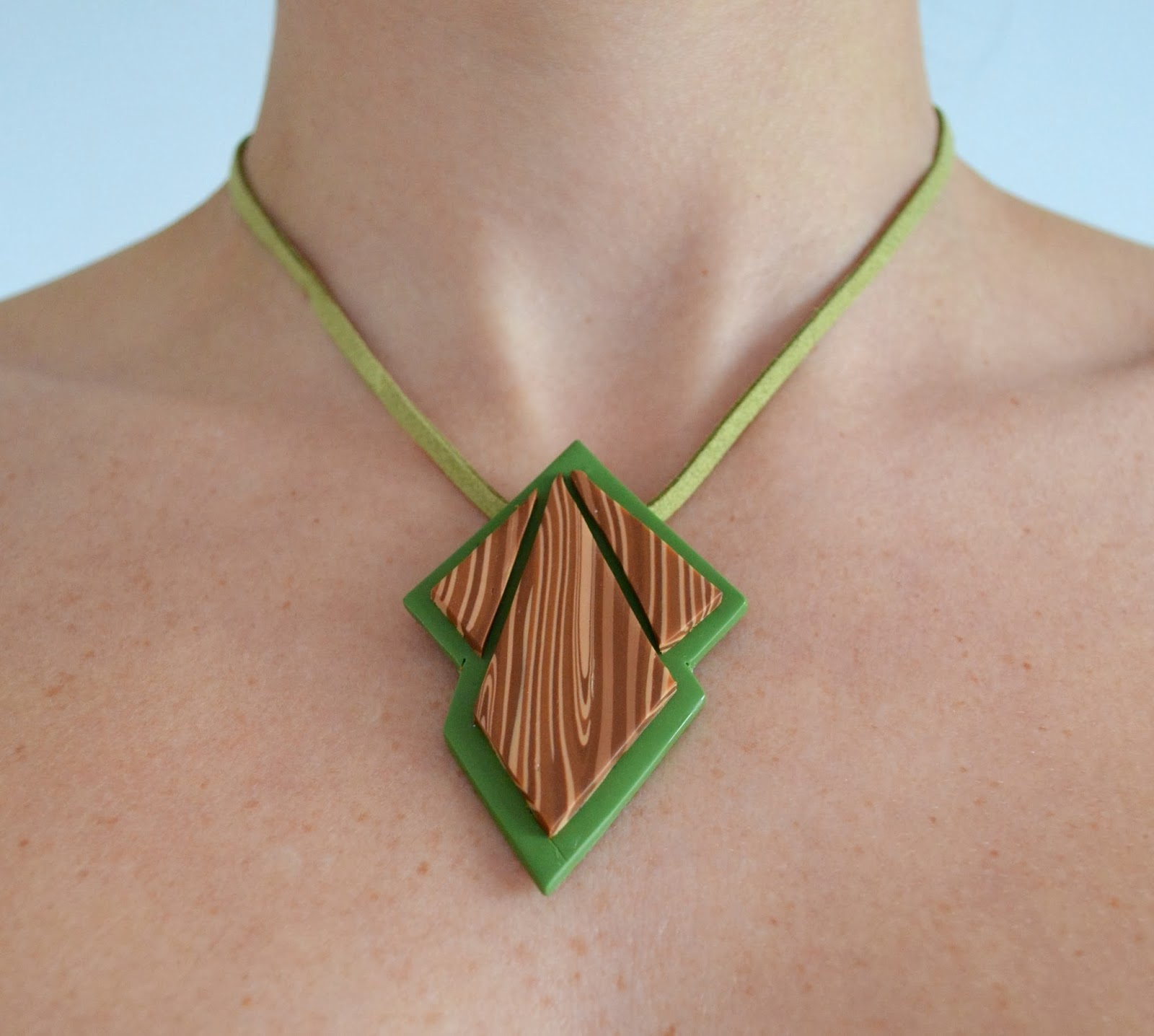 http://www.elrincondefrifri.com/2014/02/reconstrucciones-collar-verde-imitacion.html
