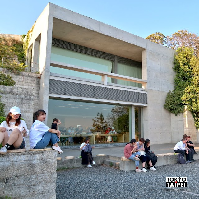 【地中Cafe】吃輕食喝汽水 搭配壯闊的美術館建物和無敵海景