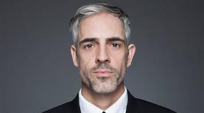 أسباب تجعل النساء يعشقن الشعر الرمادي على الرجل  الشعر الابيض grey white hair guy man