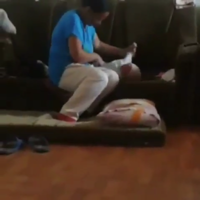 YOU WILL CRY AFTER WATCHING THIS!!! HEARTLESS HOUSEHELP SLAPS A FEW MONTHS OLD BABY CONTINUOUSLY FOR CRYING (VIDEO)