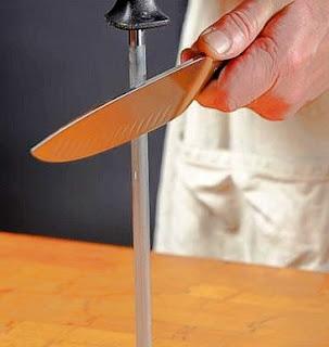 cara mengasah pisau baja