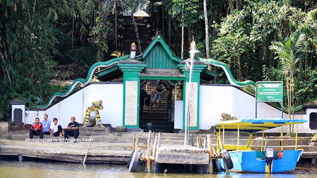 Foto Situs makam Prabu Hariang Kancana.