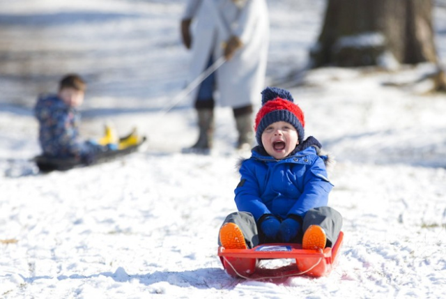 Cara Mengenali Tanda-Tanda Frostbite (& Kiat Melindungi Anak)