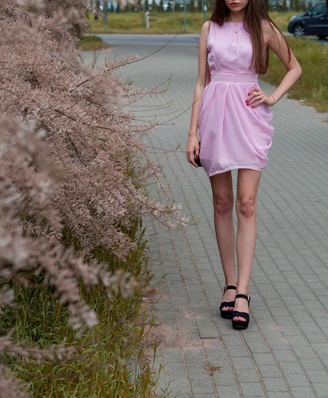 długie nogi w sukience