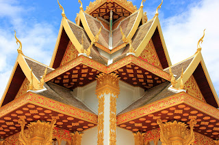 Particolare del tetto del tempio Wat Si Muang
