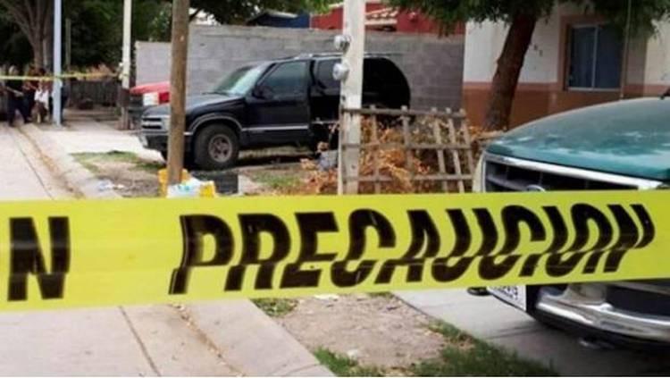 Muere deshidratada niña de 2 años que quedó encerrada en camioneta en Los Mochis
