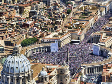 El Vaticano despide a Benedicto con sonidos de campanas