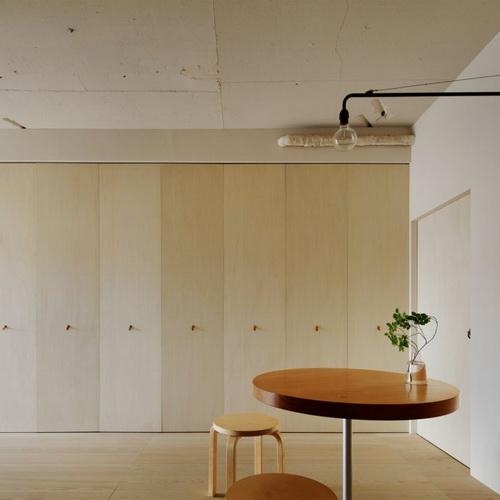 Tinuku Desain Interior Minorpoet Sembuyikan Dapur Apartemen dengan Pintu Lipat