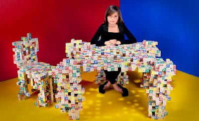 Muebles con cubos de madera para niños.