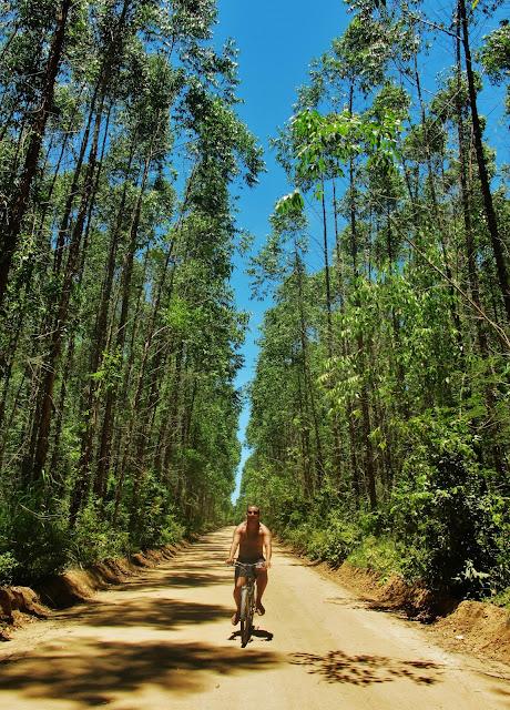 Caminho para Riacho Doce, a partir de Itaúnas, no Espírito Santo.