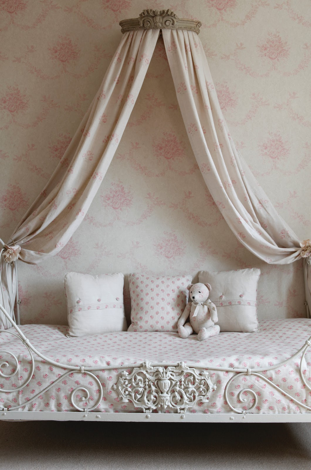 toile de jouy. Black Bedroom Furniture Sets. Home Design Ideas